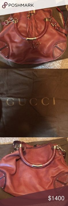 70ccbcbf0c30 Gucci shoulder tote bag in brown leather. Gucci HandbagsGucci ...