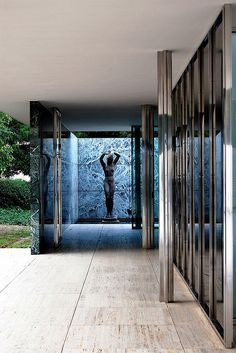 scandinaviancollectors:  The Barcelona Pavilion, by Mies van der Rohe, 1929, Barcelona, Spain. Demolished 1930 and rebuilt in 1986. / Flickr