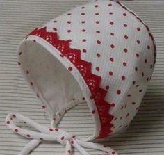 COSIENDO NUBES: PATRÓN Y TUTORIAL DE CAPOTA DE BEBE Childrens Sewing Patterns, Baby Clothes Patterns, Sewing For Kids, Baby Sewing, Baby Knitting, Crochet Baby, Bebe Baby, Baby Bonnets, Baby Crafts