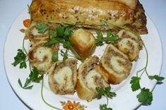 Reteta Plăcintă cu carne şi ciuperci din categoriile Aperitive, Retete de Craciun. Cu specific romanesc. Hot Dog Buns, Hot Dogs, Baked Potato, Tart, Curry, Pizza, Potatoes, Bread, Chicken