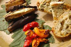 ナスとパプリカの塩麹ロースト  アオサ海苔とチーズ、ヘーゼルナッツのチャパタ