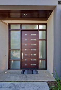 Haustür mit Seitenteilen und Oberlichte. www.adi-tueren.com