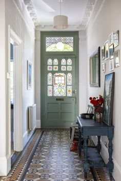 Farrow & Ball Ammonite grey on the walls and Pigeon on the front door, combined with the original Edwardian floor tiles and vintage console & mirrors make the entrance hallway of this Edwardian house in South London feel grand but welcoming. Hallway Decorating, Interior Decorating, Edwardian Haus, Edwardian Hallway, Victorian Hallway Tiles, House Entrance, Front Door Entrance, Small Entrance Halls, Front Stairs