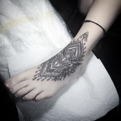 Henna ankle work by Flo Nuttall