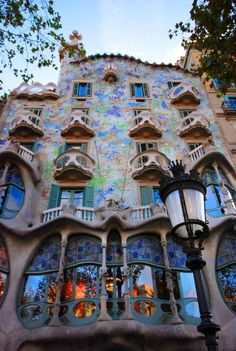 A Gaudí Guide to Barcelona. I have been there. So beautiful!