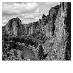 Smith Rock State Park #sevenwondersoforegon #oregonexplored #oregonsfinest #pnw #crookedriver #smithrock #smithrockstatepark #oregon #naturesbeauty #blackandwhite #oregonnw #upperleftusa #pacificnorthwest #oregonphotographer