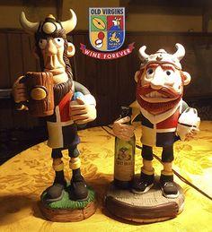 Muñecos de Rugby / Tucumán - Argentina. Diseñado con masilla epoxi pintado a mano. Se reciclo un envase de vidrio y de plástico.