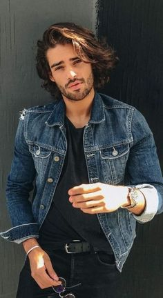Check out these denim jacket outfits. This is how men should wear a denim jacket. Outfits Hipster, Wavy Hair Men, Moda Blog, Revival Clothing, Poses For Men, Beard Styles, Haircuts For Men, Mens Clothing Styles, Sexy Men
