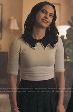 Veronica's white pearl trim collar sweater on Riverdale Veronica Lodge Fashion, Veronica Lodge Outfits, Camila Mendes Riverdale, Riverdale Veronica, Looks Teen, Riverdale Fashion, Cami Mendes, Michael Kors Skirts, Donna Ricco