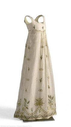 Dress. 1795-1805. Museo del Traje  [@Agnes Danyi Gawne: another regency slip dress]