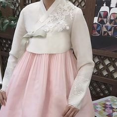 Korean Traditional Dress, Traditional Fashion, Traditional Dresses, Korean Dress, Korean Outfits, Hanbok Wedding, Dress Brokat, Ao Dai, Formal Dresses