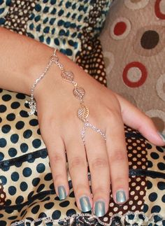 Leaf Link Chain Bracelet Connected to Ring Fashion Jewelry Ring and Bracelet Hand Slave Bracelet