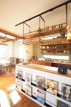 家族の笑顔がいっぱいのナチュラル×ブルックリンのおうち Interior Design Kitchen, Handmade Kitchens, Diy Interior, House Interior, Home Kitchens, Kitchen Design, Kitchen Dining Room, Muji Home, Home Decor