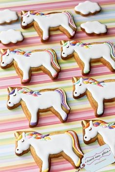 Unicorn Cookies Unicorn Biscuits Perfect for a girls birthday party! Galletas Cookies, Iced Cookies, Cute Cookies, Cookies Et Biscuits, Sugar Cookies, Unicorn Cookies, Cookie Designs, Cookie Decorating, Cookie Recipes