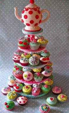 vintage tea party cupcakes-  so cute for a shower or birthday party! - Click image to find more food & drink Pinterest pins
