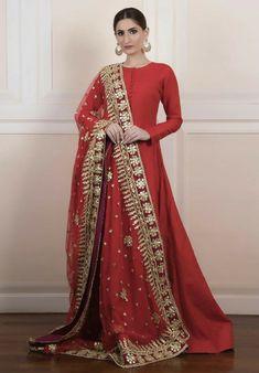 Asian Wedding Dress Pakistani, Pakistani Fashion Party Wear, Indian Bridal Outfits, Pakistani Dress Design, Pakistani Outfits, Dress Indian Style, Indian Fashion Dresses, Indian Designer Outfits, Indian Wear