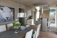 Dining room and kitchen - Modern cabin design Cottage Interiors, Rustic Interiors, Kitchen Interior, Room Interior, Kitchen Design, Cabin Design, House Design, Porch Chairs, Room Chairs