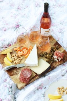 How To Have A Spring Picnic and Elevate Your Experience with Decoy Wine.