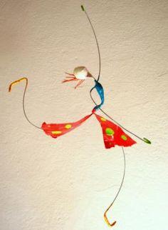 mobiles dançarines esculturas em papel papel,arame,tinta cartapesta,papel mache