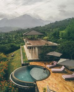 Minimalist design villa with seaview Gerokgak Indonesia, Bali Swimming Pool Designs, Swimming Pools, Casa Bunker, Bali Architecture, Tropical House Design, Villa Pool, Bali House, Round Pool, Dream Pools