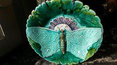 Antik Villeroy & Boch assiett/prydnadsfat med fjäril i relief, märkt