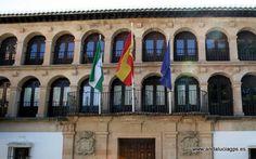 #Málaga #Ronda - Ayuntamiento GPS 36.736944, -5.165000  En la parte oriental de la plaza de la Duquesa de Parcent está el Ayuntamiento de Ronda. El edificio también es conocido como Antiguo Cuartel de Milicias, recondando con sus formas su pasada función militar.