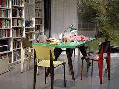 Tavoli e sedie Vitra,tavolo  Standard  #rifarecasa #maistatocosifacile grazie a #designbox & #designcard #idfsrl