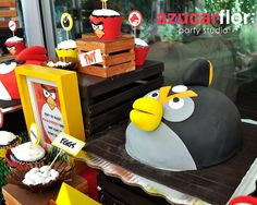 Another cool Angry Birds cake #cake #angrybirds