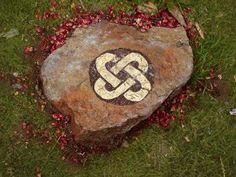 """Symbole de """"l'Awen"""" pour un mariage Celtique ou cérémonie Druidique                                                                                                                                                                                 Plus"""