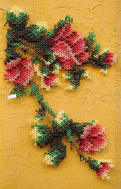 """ Fais-moi une fleur ! "" OU "" Brode ma ville ! "" / Cross-stitch on the walls. / Street art. / By Raquel Rodrigo."