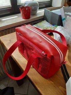 Trousse de toilette Fringante rouge à pois blancs cousue par Virginie - Patron Sacôtin