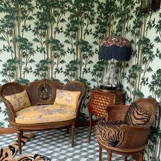 Interior Design Inspiration, Room Inspiration, Lights Fantastic, Granny Chic, Curtains With Blinds, Wall Wallpaper, Art Decor, Home Decor, Gallery Gallery