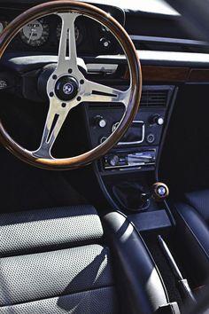 BMW interior: find parts to perfect your… Mini Cooper Clubman, Mini Cooper S, Suv Bmw, Bmw Cars, Retro Cars, Vintage Cars, Bmw Interior, Interior Ideas, Bmw E21