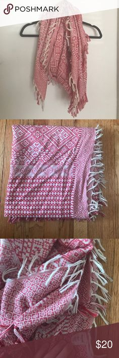Madewell Cotton Scarf Beautiful spring-weight scarf, 100% cotton. Faded red and ivory pattern with tassels going all the way around. Excellent condition, a few loose threads, not noticeable (see last picture.) Happy to consider offers 😊 Madewell Accessories Scarves & Wraps