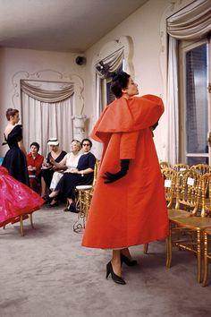 How incredible is this 1950s Balenciaga coat? #needitnow