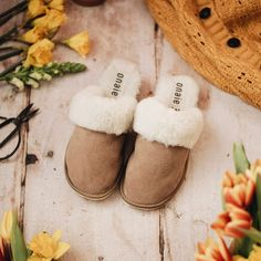 These mules are beautiful and cosy. Perfect slippers for this crazy weather! Enter May50 for 50% OFF onaie.com #handmadewithlove #handmadeslippers #handcrafted #handmadegifts #makersgonnamake #madebyhand #makersgunnamake #handmadelife #buydifferently #interiordesign #homeinspo #favehandmade Sheepskin Slippers, Making Out, Stylish, Poland, Weather, Warm, Beautiful, Products, Fashion