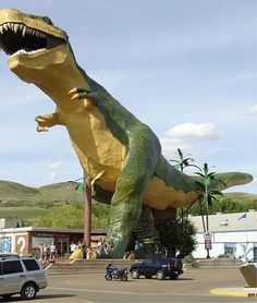 Need to plan a trip to see the world's largest dinosaur in Drumheller, Alberta, Canada. You can climb stairs up & into it's mouth! Yeah, Eric and I need to add this to our someday road trip. He'll love that, muahahaha. Giant Dinosaur, Largest Dinosaur, The Places Youll Go, Places To See, Statues, Ontario, Canada Eh, Roadside Attractions, Alberta Canada
