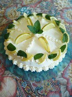 La ricetta Torta delizia al limone, una torta al limone fatta in casa dall'aspetto elegante e raffinato. Ricetta facile per... Citrus Cake, Fresh Fruit Cake, Ice Cake, Torte Cake, Angle Food Cake Recipes, Beautiful Fruits, Cheesecake, Almond Cakes, Snacks