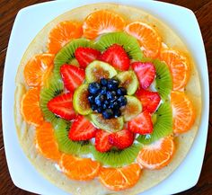 yummy healthy food - Fruit breakfast pizza to start my day right! Healthy Snacks For Diabetics, Healthy Work Snacks, Super Healthy Recipes, Healthy Fruits, Healthy Foods To Eat, Healthy Eating, Healthy Oils, Diet Snacks, Stay Healthy