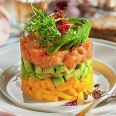 Tasty Vegetarian Recipes, Gourmet Recipes, Cooking Recipes, Healthy Recipes, Healthy Food, Salmon Y Aguacate, Food Cravings, Food Presentation, Recipes