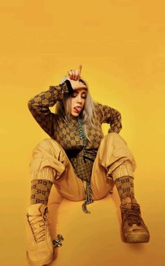 Billie Eilish is the hot, young, new artist that if you haven't listened to yet you better start now. Her music is so amazing it has made a name for itself but it's the Billie Eilish style that has made her stand out in the music scene even more. Billie Eilish, Videos Instagram, Mellow Yellow, Bodak Yellow, Her Music, Cool Wallpaper, Iphone Wallpaper For Guys, New Artists, Music Artists