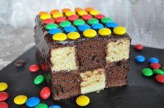 Voici une recette sympa que toute la famille a bien appréciée. J'ai souvent vu ces gâteaux damiers sur la blogosphère, on les voit généralement de forme ronde. J'avais envie de changer et d'en faire un rectangulaire. Pour la base du gâteau j'ai utilisé...