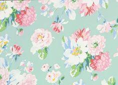 papier peint fleuri 'La vie en rose' Room Seven | shop pour enfants Le Petit Zèbre