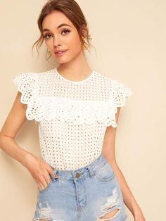Shein Ruffle Trim Keyhole Back Schiffy Blouse Pull Crochet, Crochet Lace, Crochet Clothes, Diy Clothes, Cute Outfits With Leggings, Crochet Blouse, Crochet Fashion, Lace Tops, Pulls