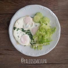 Almoço de hoje para quebrar o jejum: 3 ovos espinafre acelga e pepino.  Tem dúvidas sobre a paleo? LINK NA BIO! #dieta #dietas #dietasempre #dietasemsofrer #dietapaleolitica #dietapaleo #paleo #paleofood #paleobrasil #paleolitica #paleolife #paleolifestyle #paleodiet #mydiet #eatclean #primal #primalfood #realfood #bixoeplanta #bichoeplanta #eatreal #fit #primalbrasil #fitfood #reeducacaoalimentar #saude #saudavel #vidasaudavel #comersaudavel #semmedodagordura