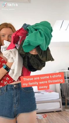 This is SO CUTE!!! But I'll probably never be allowed to wear a tube/crop top. 😭😭😭 Diy Fashion Hacks, Fashion Outfits, Sewing Clothes, Custom Clothes, Diy Clothes Refashion, Diy Clothes Videos, Diy Tops, Clothing Hacks, Fashion Sewing