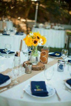 Centro de mesa rústico com girassóis - decoração em azul e amarelo