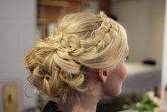 Bridal Hair Updo, Updos, Long Hair Styles, Makeup, Beauty, Fashion, Model, Up Dos, Beleza