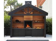 Universal Woodburning Open Fireplace from Metalfire ( in slideshow). Above floor outdoor fireplace between kitchen sink and prep area. Black cabinets and wood panels Backyard Kitchen, Outdoor Kitchen Design, Backyard Patio, Summer Kitchen, Outdoor Rooms, Outdoor Living, Outdoor Decor, Design Barbecue, Parrilla Exterior