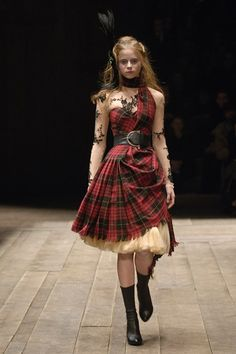 the dress for when I want to feel my Scottish roots .aye, Lassie Alexander McQueen, tartan and tulle. Tartan Fashion, Look Fashion, Runway Fashion, High Fashion, Womens Fashion, Fashion Design, Classy Fashion, Vogue Fashion, Gothic Fashion